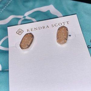 NWT Kendra Scott Ellie Stud Earrings in Gold!!